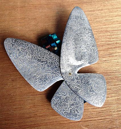 ダマスカスを使用した蝶のバレッタ