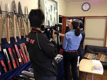 福井新聞の主材と丹南ケーブルテレビの取材